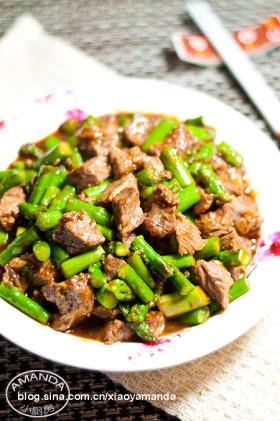 牛肉滑嫩的私房秘籍~蚝油芦笋牛肉粒